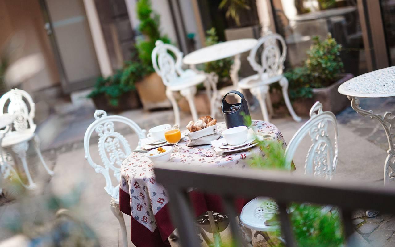 Breakfast on the terrace of a 4-star hotel in Strasborug