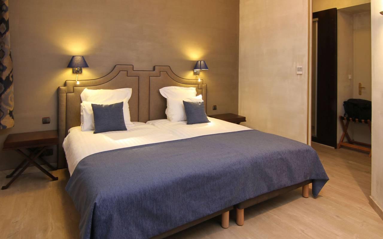chambre avec grand lit hôtel de charme strasbourg